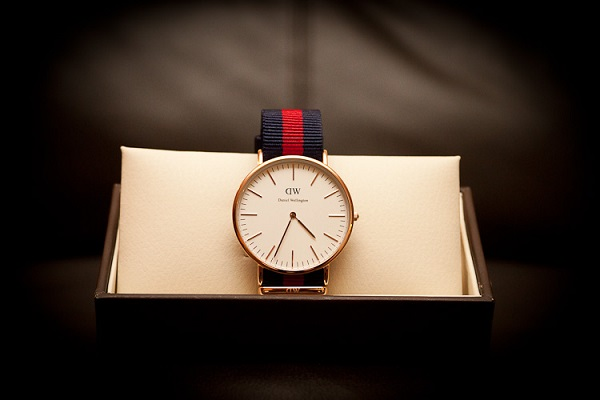 dong ho daniel wellington day vai 1