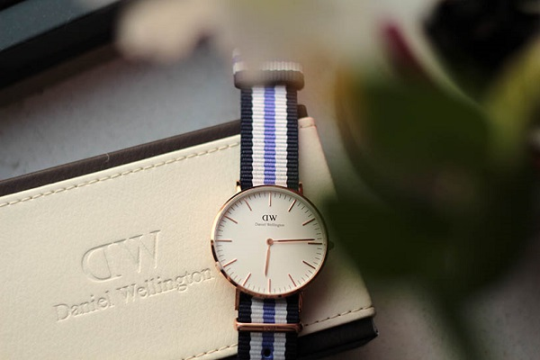 dong ho daniel wellington day vai 4
